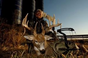 Iowa-230-Buck-pic-4-drop-tine-bow-300x200